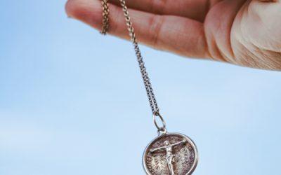 La médaille de baptême : un joyau ancestral